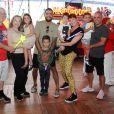 A festa dos filhos gêmeos de Luana Piovani e Pedro Scooby aconteceu na casa da atriz, em Portugal