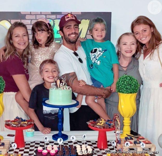 Luana Piovani recebeu Pedro Scooby e Cintia Dicker em sua casa para o aniversário de seus filhos gêmeos