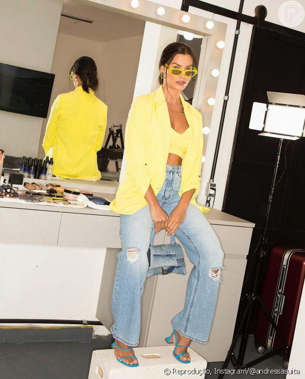Andressa Suita combina jeans e tricô em look