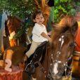 Filho mais novo de Wesley Safadão ganhou festa com tema de fazenda