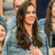 Bruna Marquezine elogia bolsa de couro tira colo da Saint Laurent: 'Chique e básica'