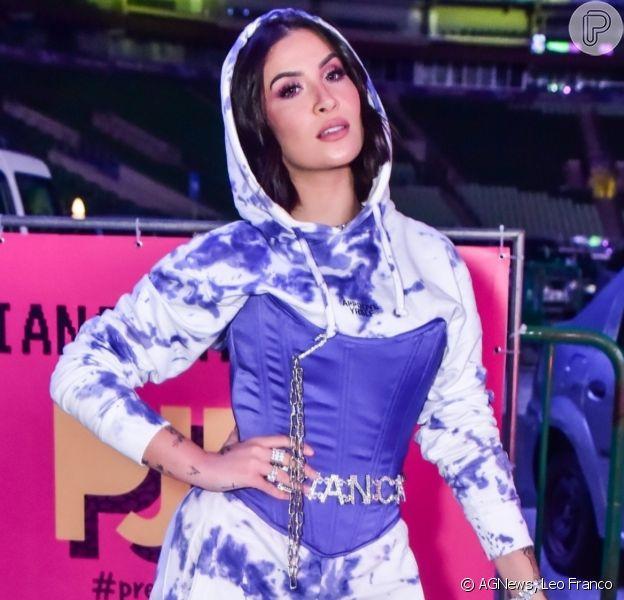 Bianca Andrade aposta em conjunto de moletom tie-dye para o Prêmio Jovem Brasileiro, em São Paulo, na noite desta terça-feira, 22 de setembro de 2020