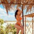 Thaynara OG apostou em biquíni laranja asa-delta para dia de sol no Maranhão