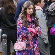 'Emily em Paris' chama atenção pelo fashionismo com peças-desejo usadas pela protagonista Lily Collins