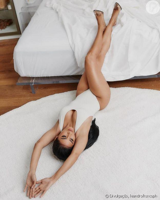 Dupla de Simone, Simaria usa body e realça beleza do corpo em look