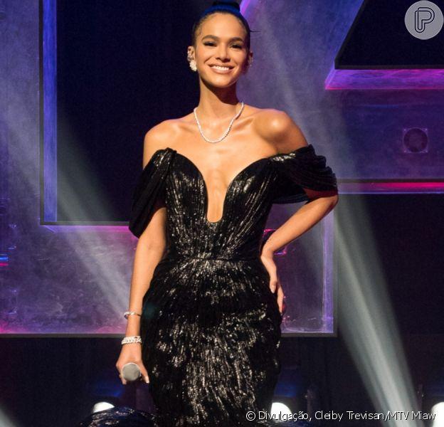 Choro, tombo e mais: Bruna Marquezine estreia canal com bastidores de prêmio