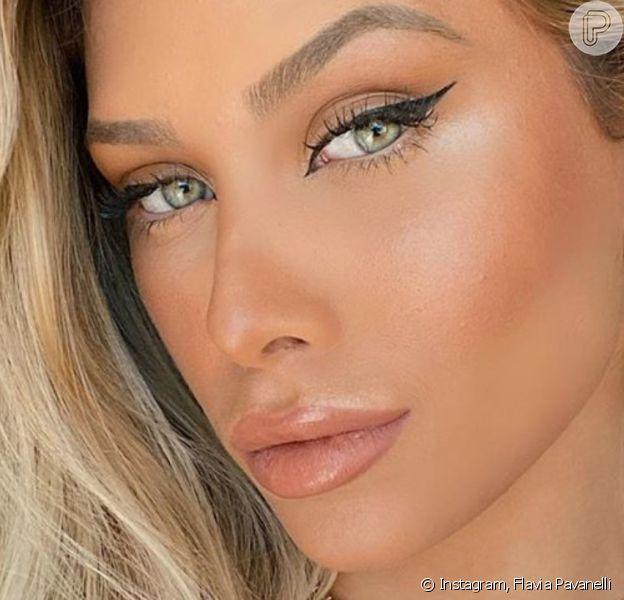 Flavia Pavanelli listou procedimentos esteticos aos quais já se submeteu: 'Rinoplasia, lente de contato nos dentes, silicone...'