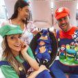 Flavia Viana vestiu o filho, Gabriel, de Sonic, na festa de 1 mês do menino