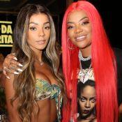 Acompanhada da mulher, Ludmilla faz homenagem à Rihanna em styling de show. Fotos!
