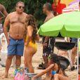 Mãe de Anitta apareceu de maiô amarelo ao lado do pai da cantora durante gravação