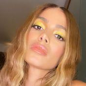 Cabelo frisado e make neon: Anitta dança remix de 'Me Gusta' com look arrasador. Vídeo!