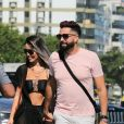 Latino e a noiva, Rafaella Ribeiro, foram à praia da Barra da Tijuca nesta sexta-feira, 4 de dezembro de 2020