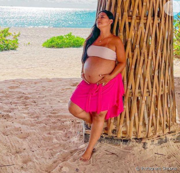 Irmã de Simaria, Simone exibe barriga da segunda gravidez em foto