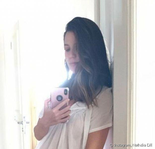Nathalia Dill deixou à mostra barriga da primeira gravidez. Atriz na reta final da gestação de Eva, sua filha com o músico Pedro Curvello