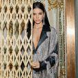 Bruna Marquezine   compartilha experiências no universo fashion na web
