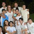 Camilla Camargo reuniu o marido, o filho, a irmã, o cunhado, os sobrinhos e mais membros da família em festa de réveillon