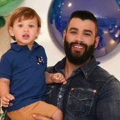 Gusttavo Lima ganha comida na boca do filho mais novo, Samuel: 'Manga, papai'