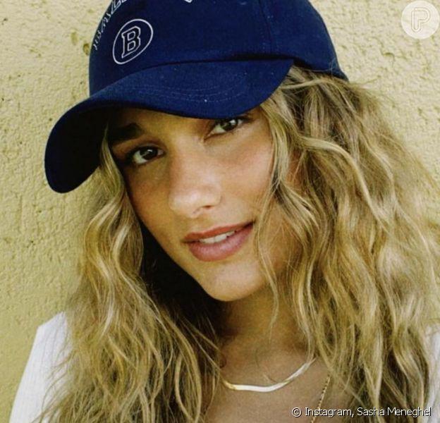 Sasha Meneghel usa 'messy hair' em foto e Bruna Marquezine aprova visual: 'Leoa linda'