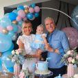 Roberto Justus e Ana Paula Siebert comemoraram os 8 meses da filha com uma celebração em casa
