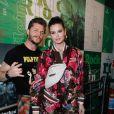 Camila Queiroz e Klebber Toledo serão apresentadores do 'Casamento às Cegas' no Brasil