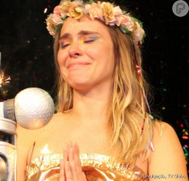 Carolina Dieckmann se emociona com cena raspando cabelo em 'Laços de Família'