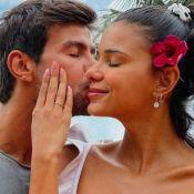 Namorados, Mariano e a miss Jakelyne Oliveira trocam alianças de compromisso. Vídeo!