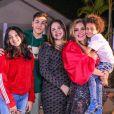 Simony com os seus quatro filhos