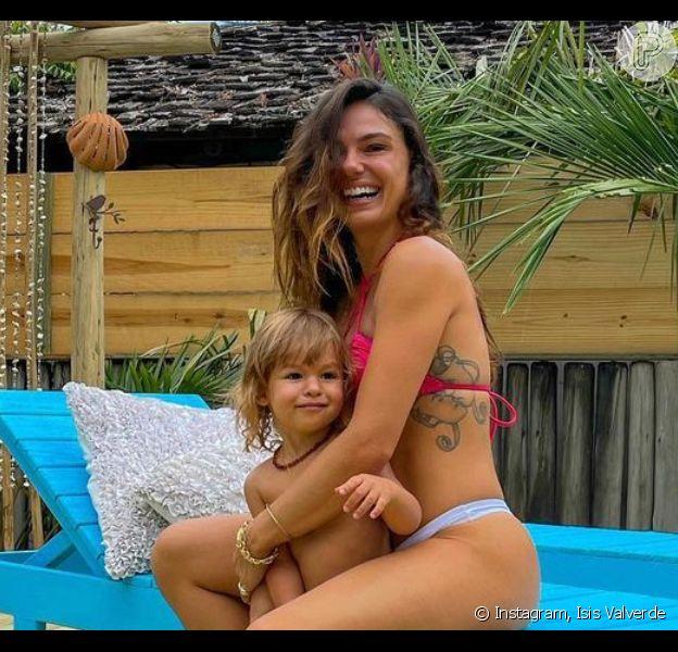 Semelhança entre Isis Valverde e filho, Rael, rouba a cena em foto publicada pela atriz