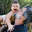 Filho de Bruno Gagliasso e Giovanna Ewbank faz 9 meses e chama atenção por expressão em foto