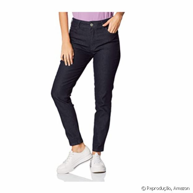 Calça jeans reta da Colcci disponível na Amazon