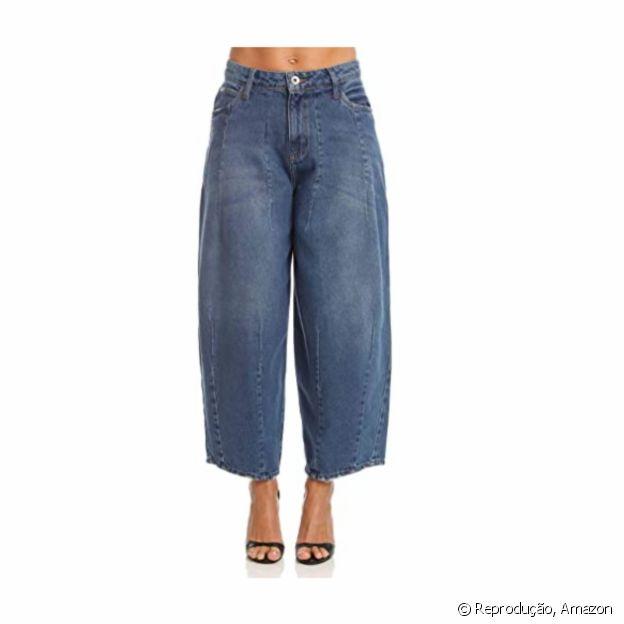 Disponível na Amazon, a calça jeans pantacourt é dica para outono