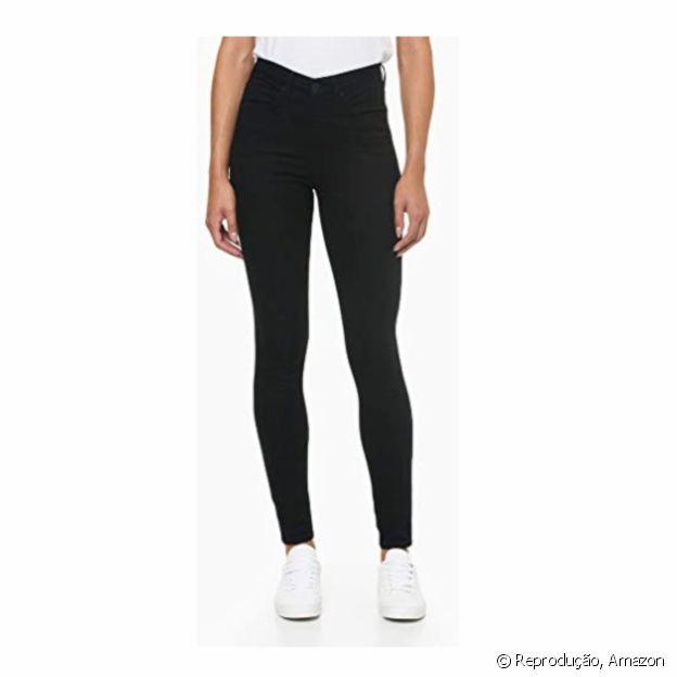 Calça jeans skinny da Calvin Klein está à venda na Amazon