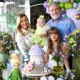 Roberto Justus e Ana Paula Siebert comemoram mesversário de Vicky em família