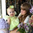 Irmã de Vicky, Rafaella Justus posou com a bebê na festinha