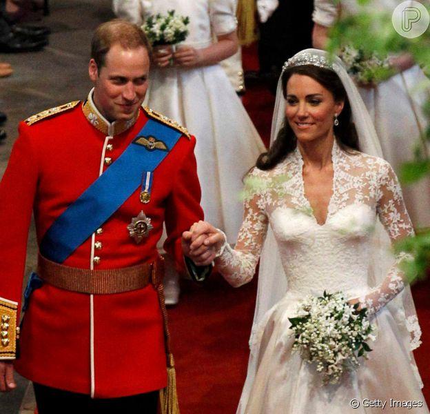 De bolo congelado à porta retirada: 10 fatos curiosos sobre o casamento de Kate Middleton e William