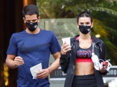 Bruna Marquezine e Enzo Celulari deixam academia juntos em São Paulo. Fotos!