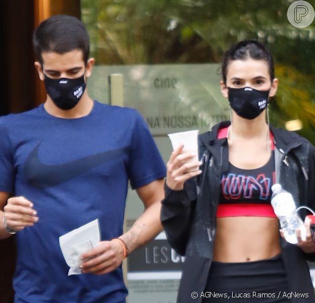 Namorados, Bruna Marquezine e Enzo Celulari treinam juntos em academia de luxo em São Paulo