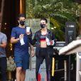 Bruna Marquezine combinou top cropped e legging em look fitness