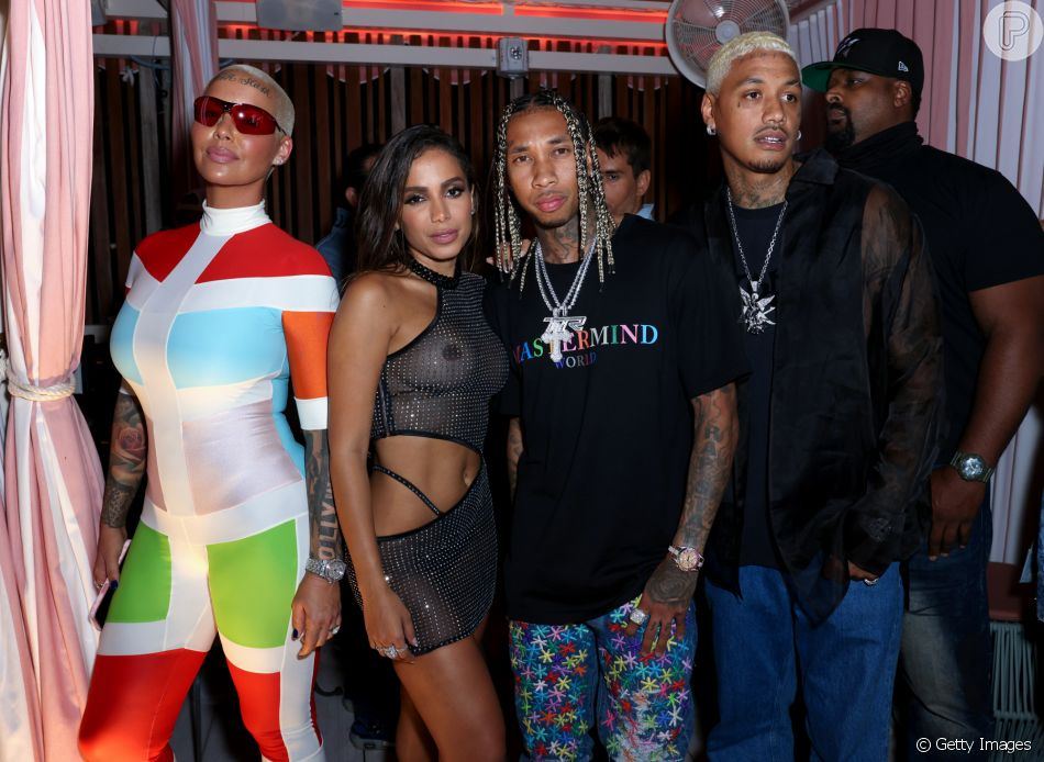 De vestido transparente, Anitta curtiu festa de 'Girl From Rio' ao lado de Amber Rose, Tyga e Alexander Edwards