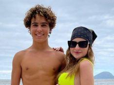 Sophia Valverde e Igor Jansen curtem praia juntos e empolgam fãs por foto: 'Casalzão'