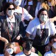 Família e famosos homenagearam Paulo Gustavo usando camisa com foto do artista estampado em cerimônia de cremação