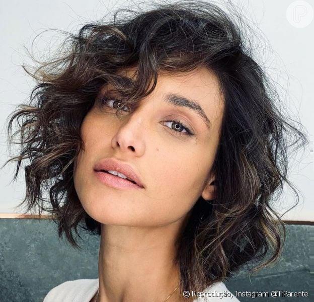 Cabelo curto de Débora Nascimento: atriz adere ao corte Curly Blunt Bob