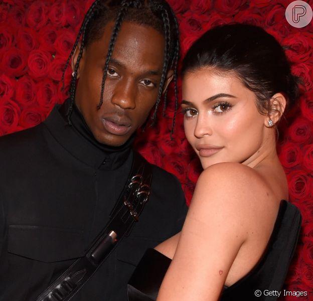 Kylie Jenner nega reconciliação e namoro aberto com o ex-namorado Travis Scott