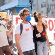 Claudio Amaral Peixoto vai à manifestaççao com a namorada