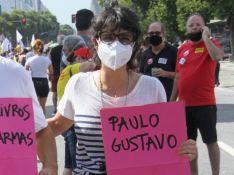 Amigos de Paulo Gustavo lembram humorista em ato a favor da vacina contra a Covid-19