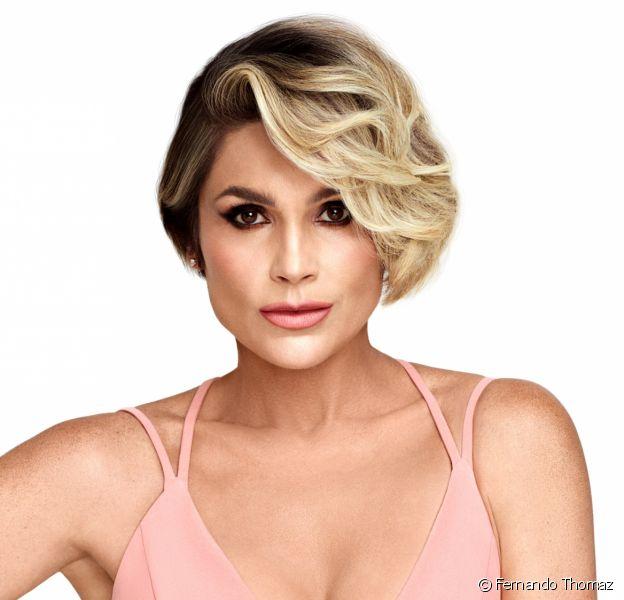 Flávia Alessandra conta rotina de beleza com pele e cabelos