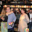 Tony Ramos e a mulher, Lidiane, prestigiam lançamento de livro de Maitê Proença