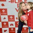 Adriane Galisteu recebe filho Vittorio na emissora Record: 'visita que muda o dia'