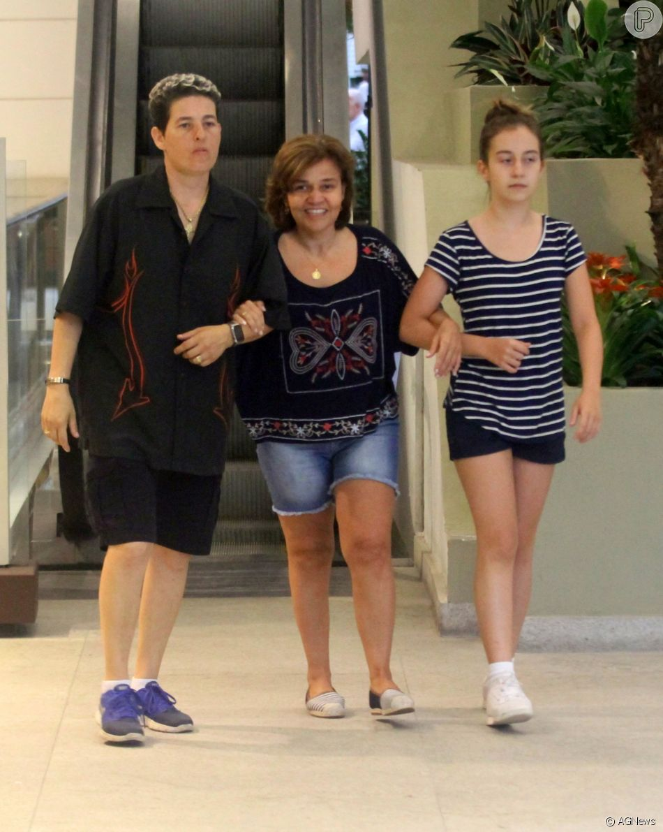 Claudia Rodrigues está sendo acompanhada pela empresária e pela filha