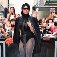 Mix de textura da cabeça aos pés em look de Lady Gaga